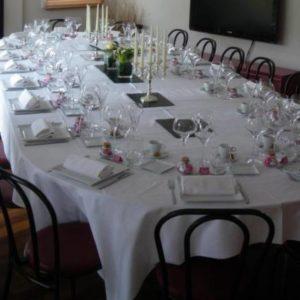 Location table ovale 16 à 18 personnes - Réf : 10011